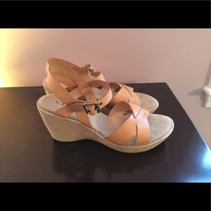 CL Laundry Shoes - NEW CL by Laundry Tan Leather Wedge Sandals 7.5M